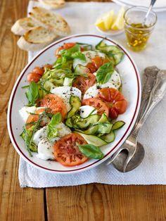 Zucchini-Tomaten-Salat alla Caprese Foto © Maike Jessen für ARD Buffet Magazin