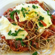 Pasta with fried egg on top. Pasta With Fried Egg, Egg Recipes, Farms, Spaghetti, Eggs, Ethnic Recipes, Top, Haciendas, Homesteads