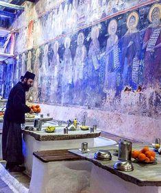 agion_oros_holly_mount_athos greece refeitório do mosteiro Myconos, The Holy Mountain, Christian World, The Monks, Kirchen, Greece Travel, Byzantine, Crete, Christianity