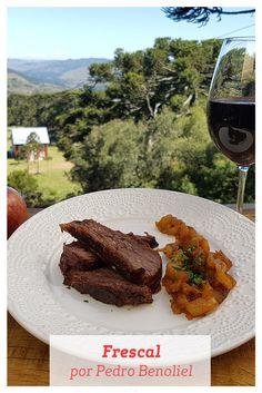 Quando visitou São Joaquim, em Santa Catarina, o Chef Pedro Benoliel fez este Frescal que acompanha um Purê de Maçã e a combinação deles fica maravilhosa! Que tal fazer em casa?