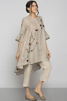 Shop Kaveri Linen Embroidered Tunic , Exclusive Indian Designer Latest Collections Available at Aza Fashions Pakistani Fashion Party Wear, Pakistani Fashion Casual, Iranian Women Fashion, Pakistani Dresses Casual, Pakistani Dress Design, Fancy Dress Design, Stylish Dress Designs, Stylish Dresses For Girls, Designs For Dresses