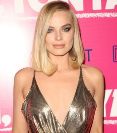 """Margot Robbie wearing a stunning Versace chainmail dress at the """"I, Tonya"""" premiere held at the Egyptian Theater in Los Angeles, California, on December 5, 2017"""