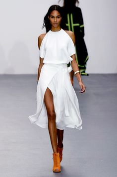Issa spring/summer 2016 collection show pictures | Harper's Bazaar