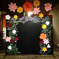 Wonderful wall art ideas for your home Paper Flower Art, Flower Crafts, Paper Flowers, Chalkboard Lettering, Photo Booth Backdrop, Big Flowers, Backdrops For Parties, Floral Arrangements, Wedding Decorations