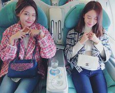 SNSD Sooyoung and YoonA are airplane buddies on their way to Thailand ~ Wonderful Generation Sooyoung Snsd, Kim Hyoyeon, Kwon Yuri, Kim Tae Yeon, Kpop Fashion, Airport Fashion, Airport Style, Girls Generation, Korean Singer
