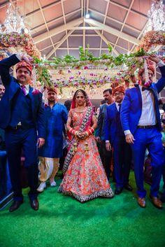 Walking down the aisle with her Superheroes #phoolonKiChaddar #bride #indianwedding #wedmegood #walkingwithbrother #loveallaround http://bonvera.in/