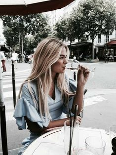 Uploaded by h a n n a h. Find images and videos about girl fashion and outfit on We Heart It - the app to get lost in what you love. Street Style Vintage, Foto Pose, Streetwear Fashion, Fashion Photography, Blonde Photography, Hipster, Photoshoot, Style Inspiration, Fashion Tips