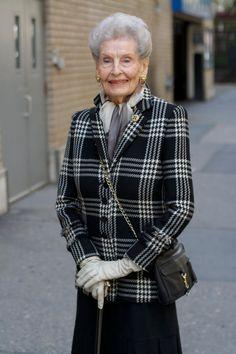 Look exatamente clássico, da Senhora de 101 anos!