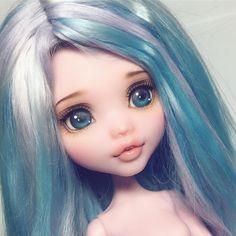 Custom MH Dolls by rakeru_sensei monster High repaint Monster Dolls, Custom Monster High Dolls, Monster High Repaint, Custom Dolls, Ooak Dolls, Barbie Dolls, Art Dolls, Blythe Dolls, Doll Face Paint