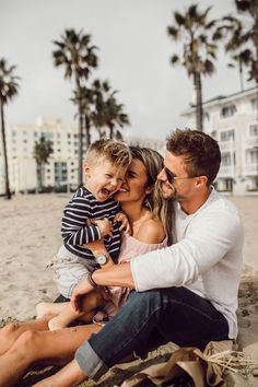 Love Relentlessly: 5 Habits That Drive Cody Crazy hello fashion family Baby Family, Family Love, Family Kids, Family Guy, Happy Family Pictures, Summer Family Photos, Young Family, Ohana Means Family, Family Is Everything