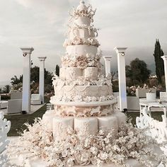 Top Lebanese Bakery for Wedding Cakes big wedding cakes Extravagant Wedding Cakes, Luxury Wedding Cake, Black Wedding Cakes, Elegant Wedding Cakes, Beautiful Wedding Cakes, Beautiful Cakes, Wedding Cake Designs, Perfect Wedding, Dream Wedding