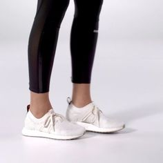 These adidas by Stella McCartney ULTRABOOST X shoes combine high performance and luxury aesthetics with love for the planet. Featuringyarn spun from reclaimed and recycled ocean waste, the adaptive adidas Primeknit upper gives you strategic support. A female-specific free-floating arch design hugs your foot, letting you move and flex naturally.