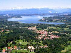 Urlaub mit Hund, Katze, Pferd & Co... Im Herzen von Europa, in der Lombardei, befindet sich die Provinz Varese mit seinen verschiedenen Seen, voller Wälder und einer typischen voralpine Landschaft, nur wenige Kilometern von dem internationalen Flughafen Malpensa, der wichtigste Hafen Südeuropas, dem wirtschaftlichen Zentrum Mailand un…