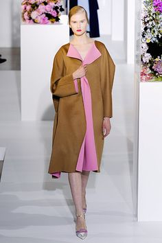 Photos of the runway show or presentation for Jil Sander Fall 2012 RTW Shows in Milan. Ny Fashion Week, Fashion Show, Fashion Looks, Milan Fashion, Style Fashion, Jil Sander, Brown Fashion, Autumn Fashion, Glamour Shots