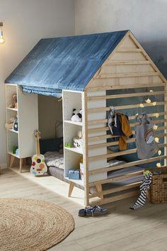 Petit, on rêvait tous d'une cabane en bois dans sa chambre d'enfants… Alors pourquoi ne pas en en créer une aujourd'hui avec cette idée DIY ? Voilà une idée d'aménagement parfaite pour une chambre d'enfant ! Retrouvez toutes nos idées DIY et tous leurs tuto sur leroymerlin.fr