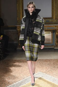Les Copains Fall 2016 Ready-to-Wear Fashion Show