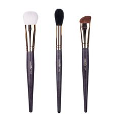 Face Essentials The 'Face Essentials' has all the brushes you need for your powder, liquid and cream products. Beat your face with these 3 brushes! Includes: #1