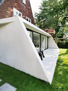 Best Ideas For Modern House Design & Architecture : – Picture : – Description Tapered concrete extension added to the triangular brick house Detail Architecture, Interior Architecture, Amsterdam Houses, New Staircase, Design Exterior, Interior Design, 1930s House, Roof Lines, A Frame House