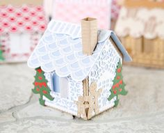 Beautiful gingerbread house made using the @tonicstudiosuk gingerbread house die! / papercraft / craft / christmas crafting / cardmaking / scrapbooking