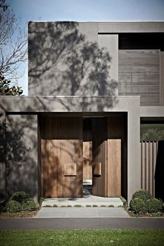 House colors: Amazing modern facade in brown - Architecture Beast Gate Design, Door Design, House Design, Modern Exterior, Exterior Design, Melbourne House, House Entrance, Facade House, Wooden Doors