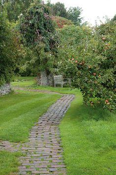 Virgina Woolf's Garden, photos by Caroline Arber. Gardenista