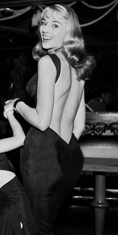 Debbie Harry, Kate Moss, Marilyn, Elizabeth, Old Hollywood and some adorable rare pics from stage and life Old Hollywood Glamour, Vintage Glamour, Vintage Hollywood, Vintage Beauty, 1950s Fashion, Vintage Fashion, Club Fashion, French Fashion, Emo Fashion