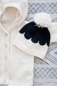 NO HOME WITHOUT YOU » A TINY CARDIGAN // PIENEN PIENI NEULETAKKI Baby Knitting, Crochet Baby, Knit Crochet, Diy Projects To Try, Crafts To Do, Little Boys, Knitted Hats, Kids Fashion, Winter Hats