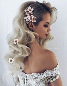 Romantic Hairstyles to Add Femininity to Your Style wedding hairstyles – Wedding İdeas Fall Wedding Hairstyles, Romantic Hairstyles, Up Hairstyles, Hairstyle Ideas, Flower Hairstyles, Prom Hairstyles All Down, Hairstyles With Extensions, Cute Fall Hairstyles, Hair Ideas