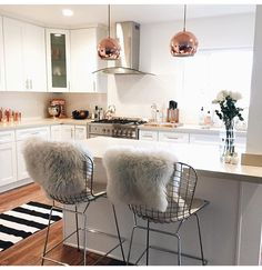 Apartment kitchen design ideas city apartment from drab to fab home decorat Dream Apartment, Apartment Kitchen, Apartment Living, Apartment Ideas, Apartment Decorating For Couples, Apartment Design, City Apartment Decor, White Apartment, Apartment Goals
