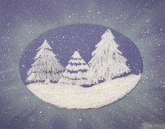 Snowy forest. Ik stel me twee papieren voor. Op het onderste veeg je krijt uit. Tot slot beetje glitter......
