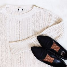 J. Crew • Ivory Shoulder Zip Sweater Gently loved. Sold out style. 100% cotton J. Crew sweater with gold zipper on shoulder. Fits true to size.  ❌No trades ❌No PayPal ❌No asking for the lowest price J. Crew Sweaters Crew & Scoop Necks