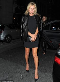 Kate Moss kisses husband Jamie Hince as she attends private view ...