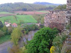 """Une superbe vue de la vallée à partir de la terrasse de l""""église ..! ! !."""