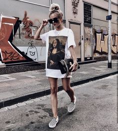 How to wear leggings and jeggings to look cool and stylish? Look Fashion, Trendy Fashion, Fashion Models, Summer Fashion Street Style, Fashion Pics, Fashion Trends, Womens Fashion, Girl Fashion, Dresses With Vans