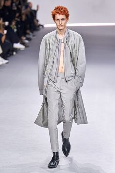 Haider Ackermann Spring 2020 Ready-to-Wear Fashion Show Collection: See the complete Haider Ackermann Spring 2020 Ready-to-Wear collection. Look 2 Men's Fashion, Runway Fashion, Paris Fashion, Fashion Trends, La Mode Masculine, Haider Ackermann, Vintage Couture, Vogue Russia, Fashion Show Collection