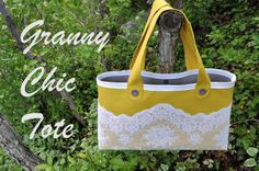 I Am Momma - Hear Me Roar: Granny Chic Tote