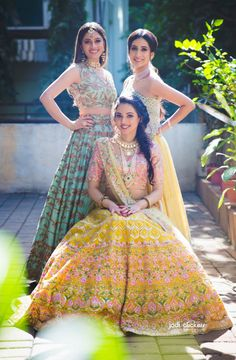 ideas fashion classy photography photo shoot for 2019 Indian Wedding Outfits, Bridal Outfits, Indian Outfits, Indian Weddings, Classy Photography, Indian Wedding Photography Poses, Fashion Photography, Bride Photography, Mehendi Photography