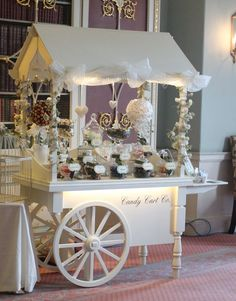 New ideas vintage wedding candy bar beautiful Dessert Buffet, Candy Buffet, Dessert Bars, Dessert Tables, Candy Cart Hire, Sweet Carts, Flower Cart, Vintage Candy, Ideas Para