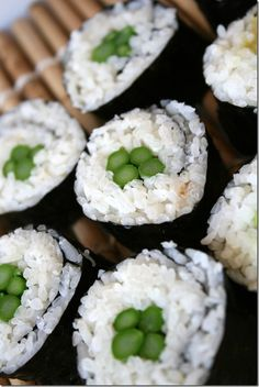 How to Make Simple Sushi (Japan) - Inner Child Fun Simple Sushi, Sushi Ingredients, Sushi Japan, My Favorite Food, Favorite Recipes, No Cook Appetizers, Good Food, Yummy Food, Tasty