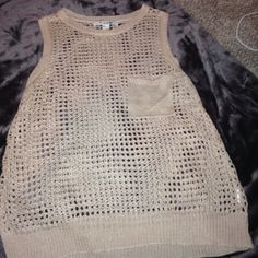 Causal knitted tank Makes a great spring shirt! Tops