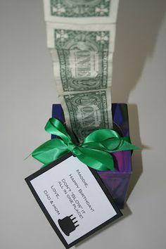regalar dinero en una caja de pañuelos
