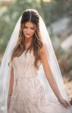 Scottsdale Wedding Photographer at the Phoenician Canyon Suites Scottsdale Hochzeitsfotograf Bridal Hair Half Up With Veil, Wedding Hair With Vail, Short Wedding Hair, Wedding Hair And Makeup, Wedding Beauty, Short Hair, Straight Wedding Hair, Wedding Updo, Wedding Hairstyles With Veil