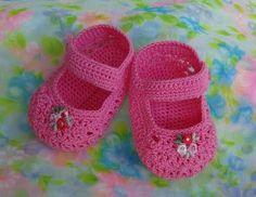 Aprenda Como fazer sapatinho de crochê passo a passo aqui nesta matéria.