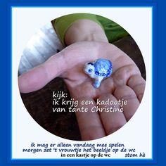 23 Boris krijgt een Delfts blauw miniatuurtje van tante Christine