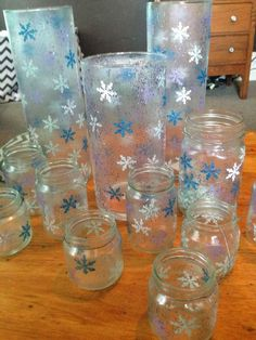 The Dabbling Crafter: DIY Sunday: Snowflake Jars and Candle Holders -- Christmas decor or can be for Frozen Party Decoration Frozen Party Decorations, Diy Christmas Decorations Easy, Birthday Party Decorations, Frozen Centerpieces, Snowflake Centerpieces, Party Favors, Frozen Themed Birthday Party, Disney Birthday, 3rd Birthday Parties