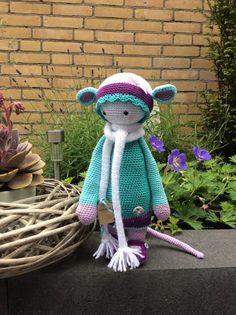 RADA the rat made by Anita B. / crochet pattern by lalylala Crochet Dolls, Crochet Hats, Bibs, Smocking, Crocheting, Numbers, Crochet Patterns, Teddy Bear, Letters