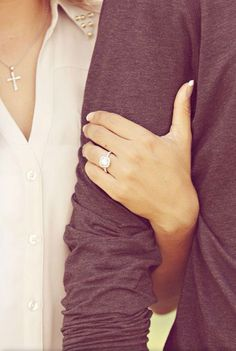 12 TIPS FOR A STUNNING ENGAGEMENT RING SELFIE