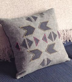 DIY Geometric Cushion Make a cushion out of scrap pieces of fabric. From Sarita Creative. Applique Pillows, Sewing Pillows, Diy Pillows, How To Make Pillows, Decorative Pillows, Throw Pillows, Geometric Cushions, Geometric Pillow, Sewing Stitches