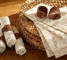 Meninas, bom dia.     Hoje vou falar sobre um item de decoração que faz qualquer mesa ficar com um ar requintado: os guardanapos de...