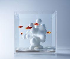 De ouderwetse vissekom is wat betreft de Japanse ontwerper Haruka Misawate veel skeuomorfisch. De vis in een vissekom is een gecultiveerd dier en mag wat hem betreft ook in een mooi ontworpen leefomgeving leven.